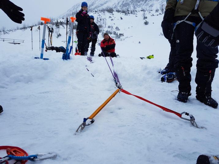 Kurs Turystyki Zimowej - Wyciąganie partnera